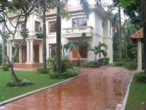 Villa for rent in Tran Ngoc Dien street, 5 bedrooms, nice garden