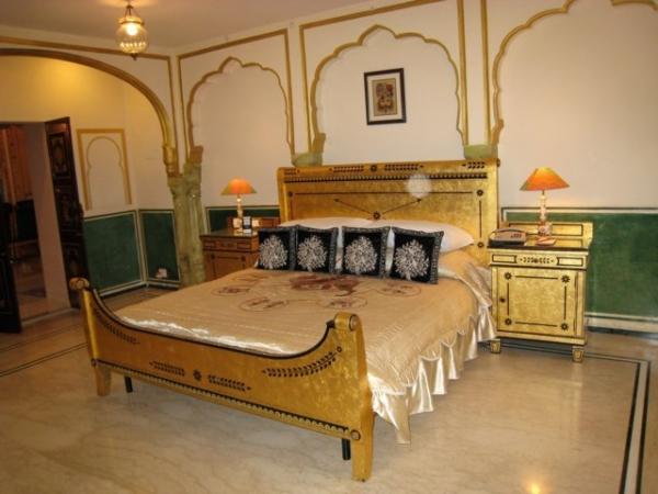 Bán khách sạn Bùi Thị Xuân Quận 1 DT 8x22m 1H-8L