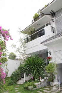 Bán biệt thự Thiên Tuế 550m2 hồ bơi sân vườn đầy đủ