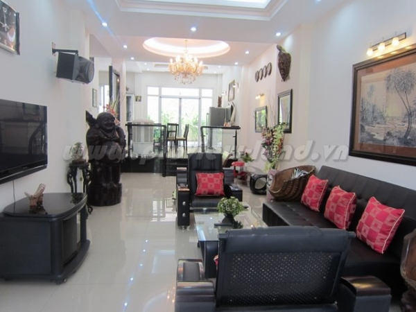 Villa for sale 8x20m in Thao Dien, nice house, good price